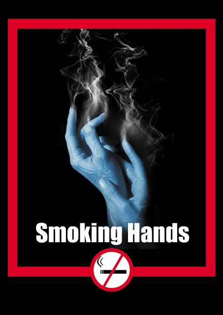 mâini care fumează